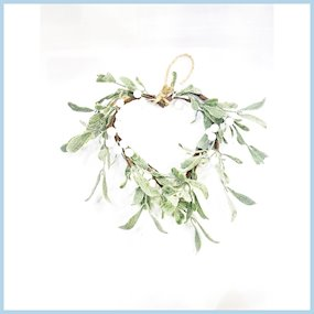 HANG MISTLETOE HEART