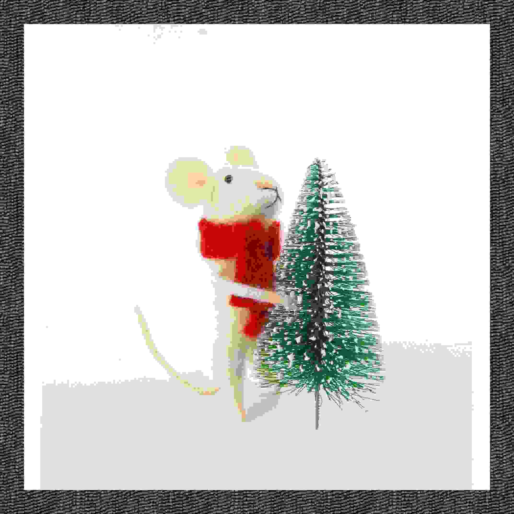 STANDING FESTIVE MOUSE W/XMAS TREE