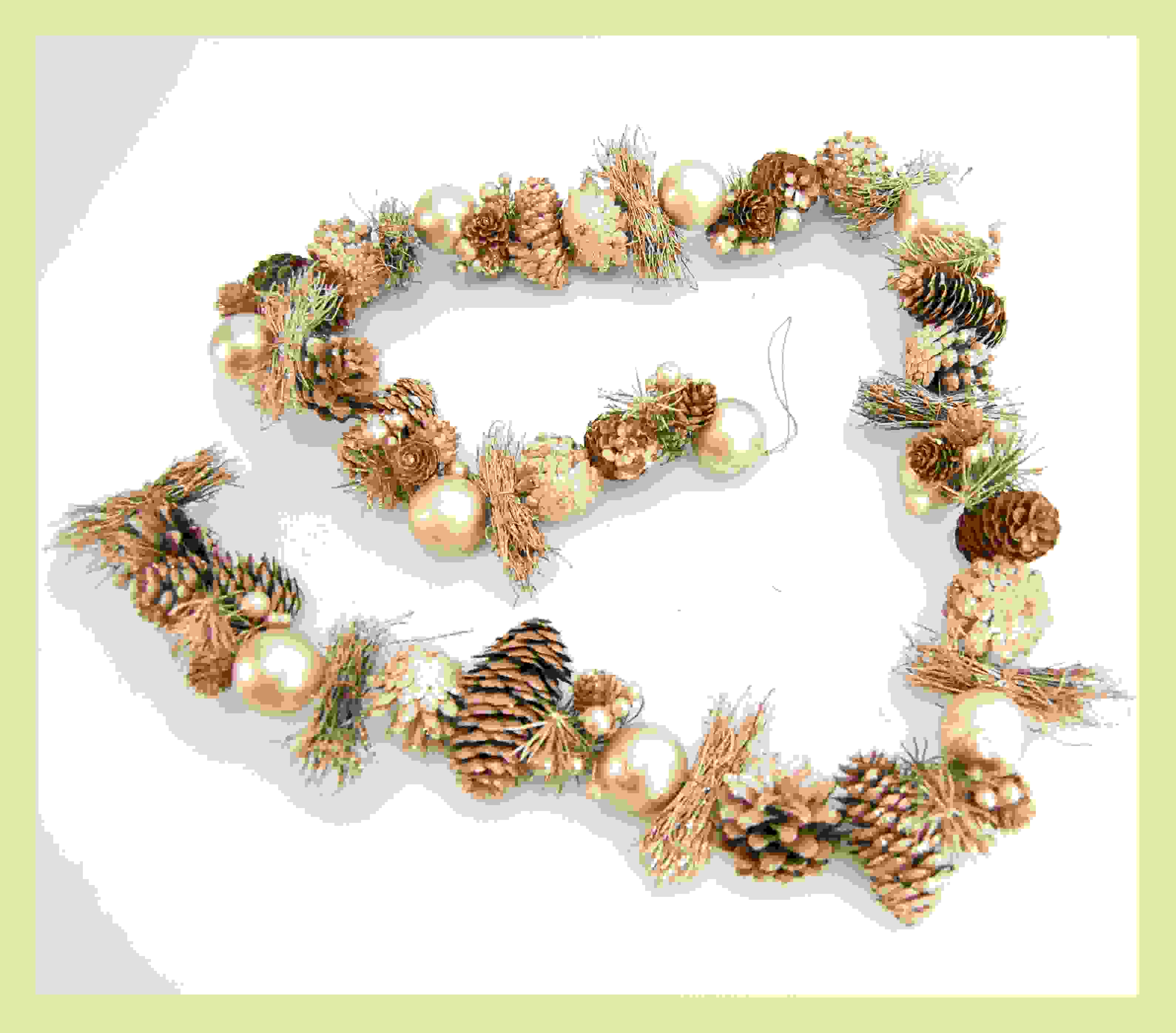 GARLAND 163cm PINECONE/BAUBLES CHAM. GOLD