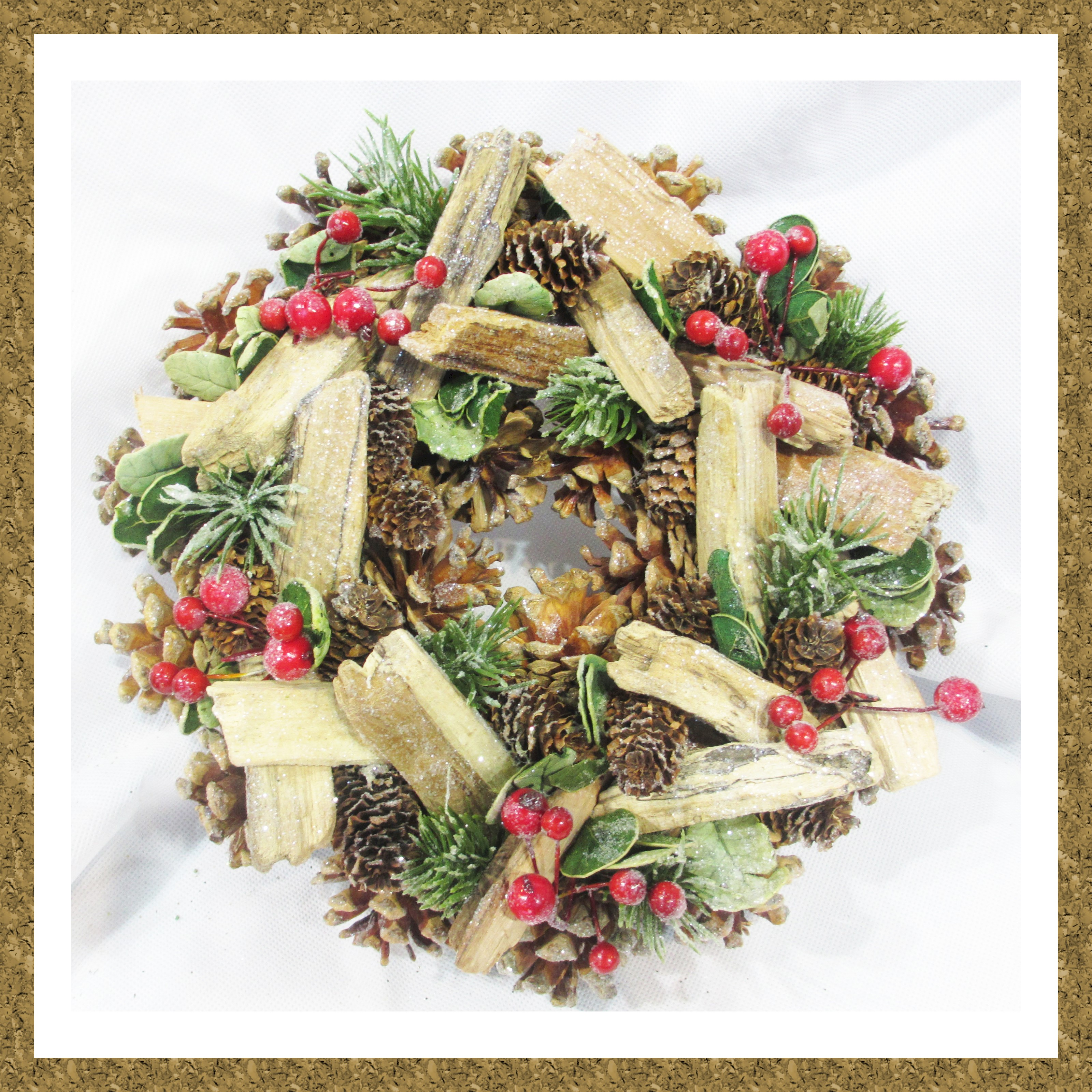WREATH 27cm MIXED NAT. CONE/BERRY/TWIG/FIR