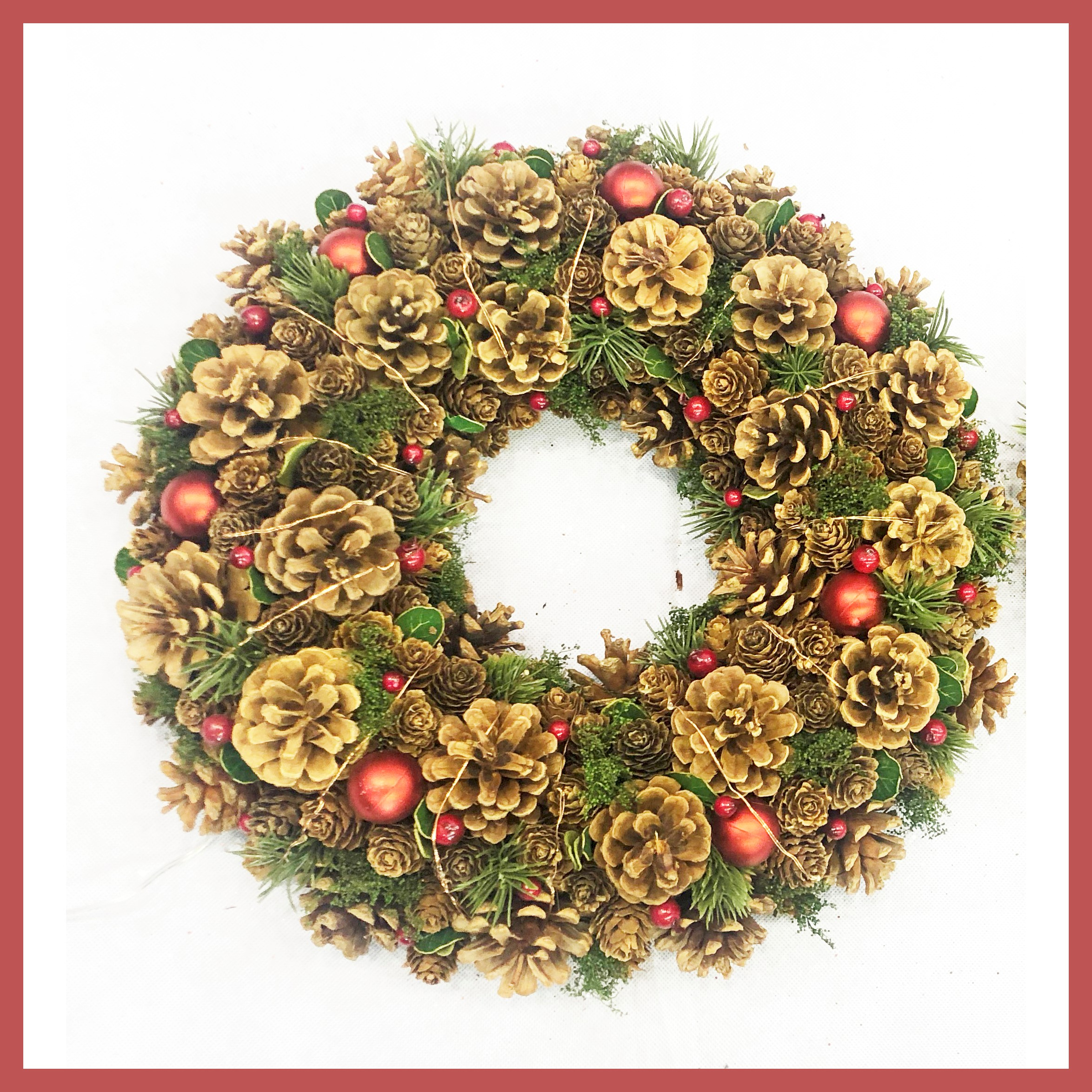 WREATH 39CM RED BERRY/CONE